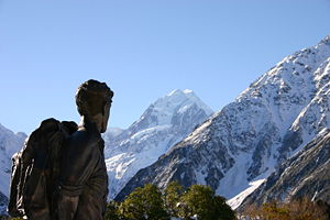 300px-Hillary_statue_and_Mount_Cook